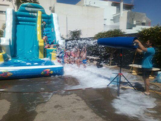 tobogan acuático y fiesta de la espuma para cumpleaños