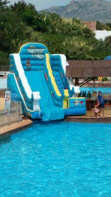 hinchable tobogán acuático para piscina en Alicante y Murcia