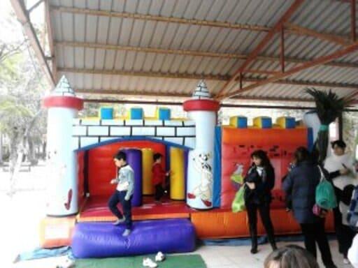 Lee más sobre el artículo Alquilar Colchonetas Hinchables para Fiestas Infantiles